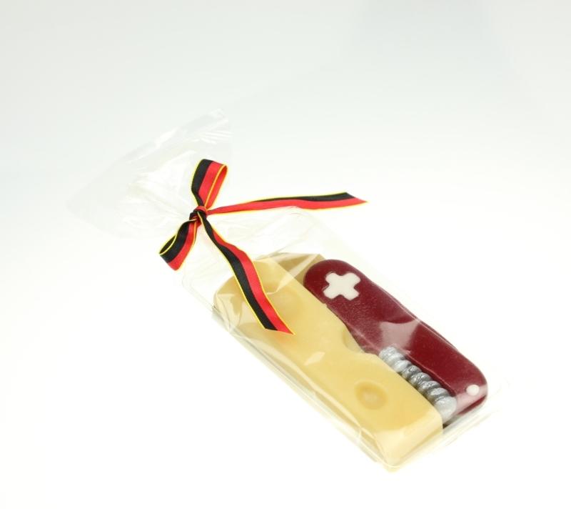 Typiquement suisse: couteau de poche et du fromage 65g